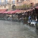 Piazza del Campo, Siena - menedék a teraszponyvák alatt