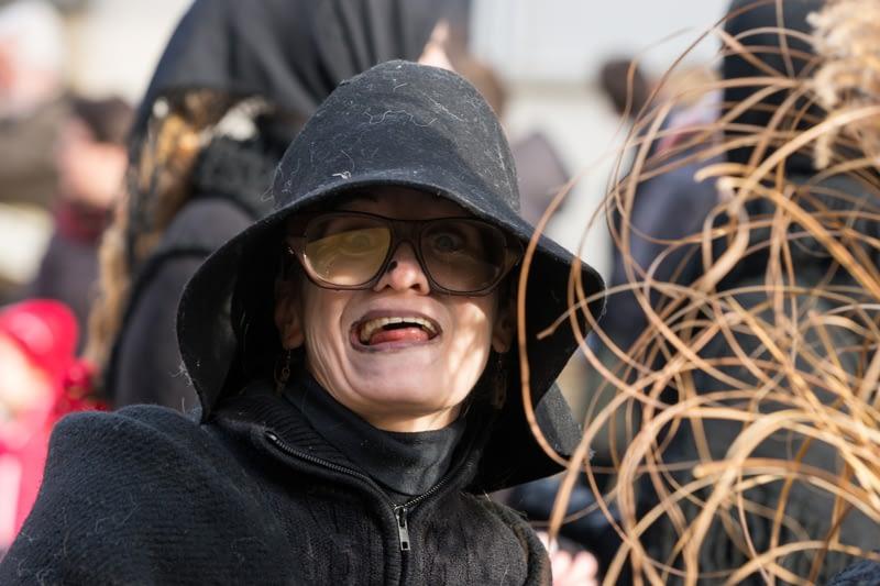 Tanítónő, eladó vagy gyárban dolgozik hétköznap? Mindegy, ha jön a Busójárás akkor ő boszorkánnyá változik!