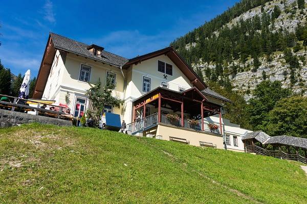 A hallstatt-i Salzwelten, a sóbánya főépülete. Ez a világ legrégebbi bányája
