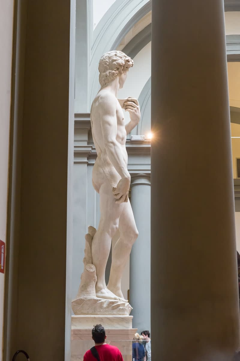 Firenze - Michelangelo David-ja, ezúttal profilból az Galleria dell'Accademia-ban