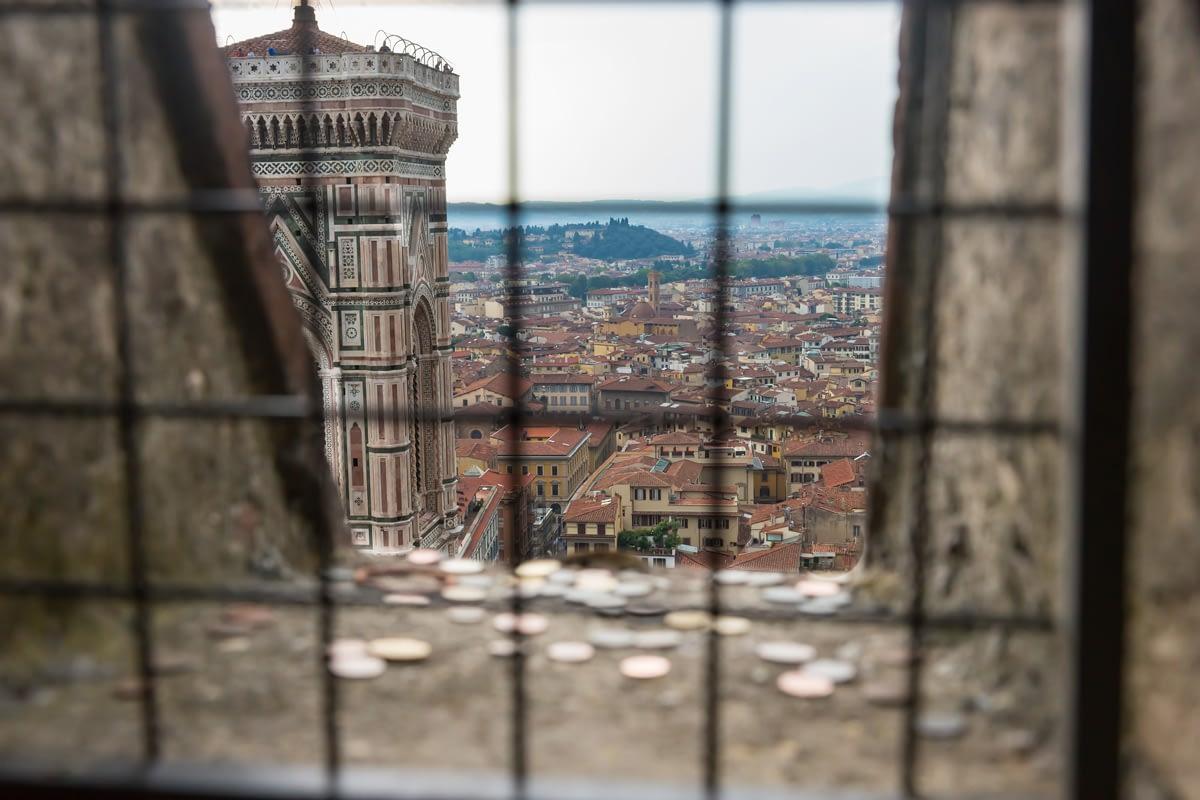 Firenze - a Duomo híres Campanile-je, szokatlan perspektívából