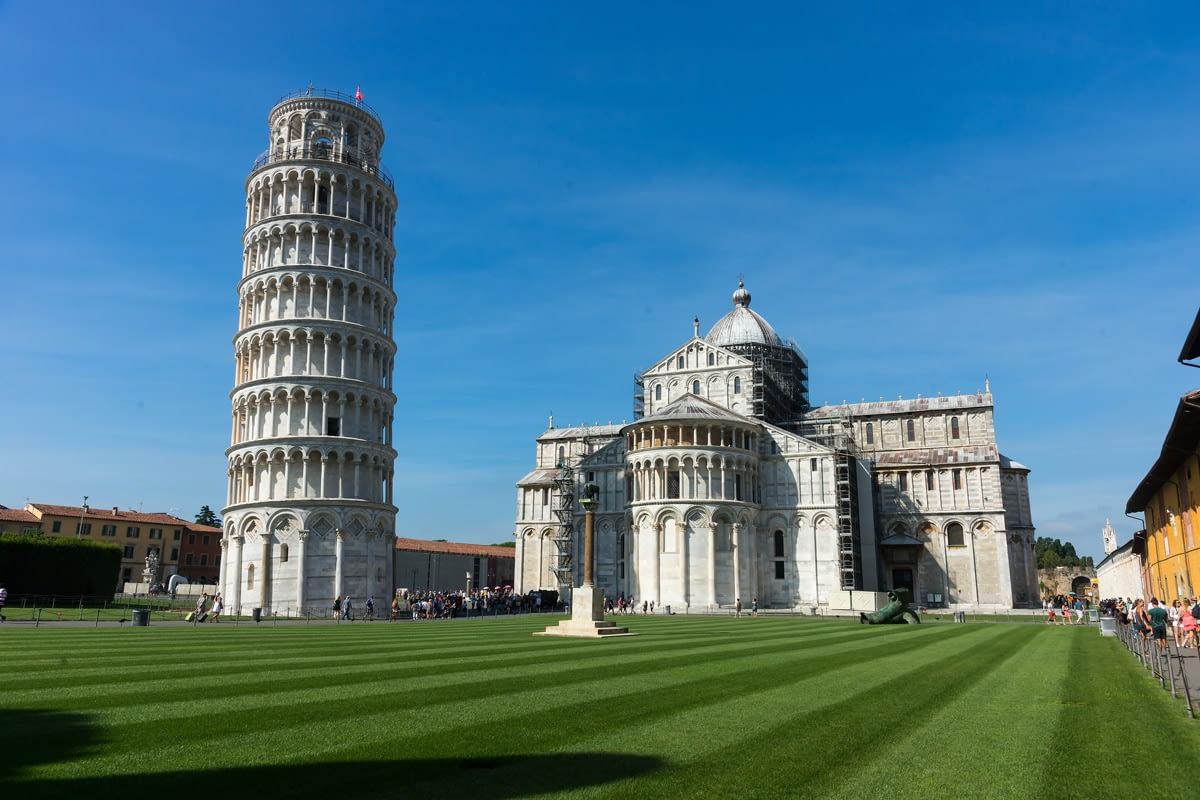 Pisa, Toscana - a Piazza dei Miracoli a Dom Santa Maria Assunta-val és a Torre Pendente-vel