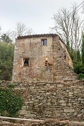 Vicopisano, Toscana - romos, de lakott épület a középkori falak között